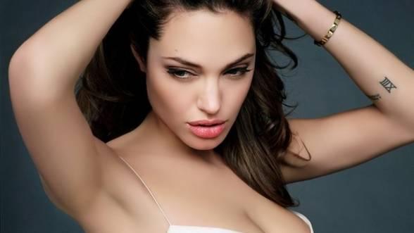 Angelina-Jolie-a-dezvaluit-ca-a-suferit-o-dubla-mastectomie