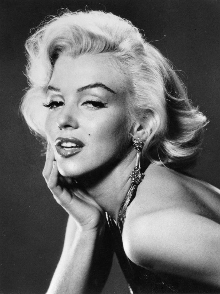 Marilyn-Monroe-marilyn-monroe-30014001-960-1280